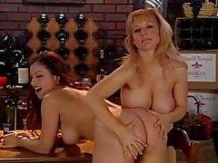 Danni de Ashe a et le avec Aria Giovanni ont les deux nanas forte poitrine chaud allaient lesbienne