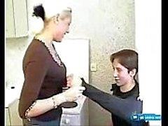 Blonde russische Mama und Sohn