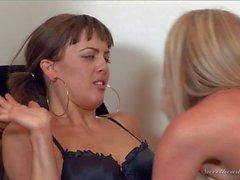 Mia Presley s Lesbian seduction