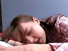 Русская девочка делает анал