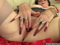 UK grannies Zadi and Elaine give their old pussy a treat