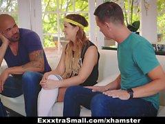 ExxxtraSmall - любительский маленький подросток выебанный двумя огромными петухами