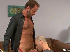 Lustful cara casado Adam Russo é pego por um tesão gay Lobo Dodger