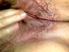 Ma femme friction sa chatte poilue