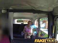 FakeTaxi Pequeño muchacha checa caliente de Londres disparo la cabina