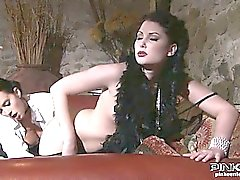 Lesbian eats brunnete beauty with perfect body