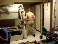 Str8 Army Guy Stiptease in der Kaserne