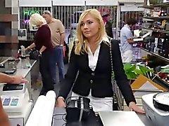 Geiles Hottie schätzchen bekam etwas Geld zur ihre Pussy
