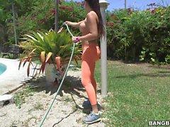 Фотографий грудастая уборщицу Mercedes Carrera с идеальной заднице латинским