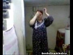 Arab mom loves to suck