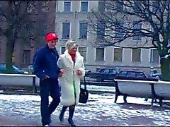 Çorap sıcak olgun kadın ve genç bir kurye