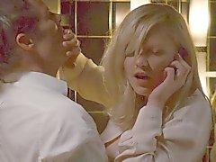 A Kirsten Dunst jodida en el inodoro