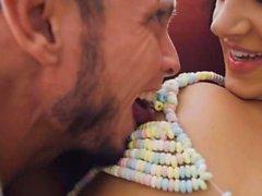 Verspielt Freundin gefickt in Süßigkeiten Dessous
