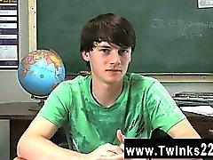 Homosexuell XXX Jeremy Sommers ist an einem Schreibtisch sitz und ein Interview