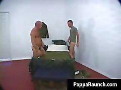 Nasty homo kaveri saa hänen jäykkä kukko imi Part5