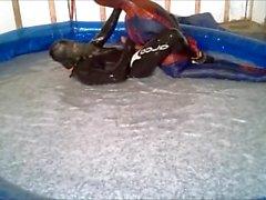 Orca dalgıç onun piç havuzunda örümcek adam tuzak vardır