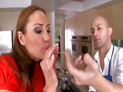 Sconfinando shiela maturo con una boccola corrompere scopa il al cuoco