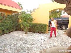 Busty BBW MILF Kimmie Bangs Guy at Car Wash