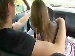 18yo Russische meisje geneukt op de auto
