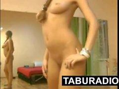 Chica desnuda en la webcam