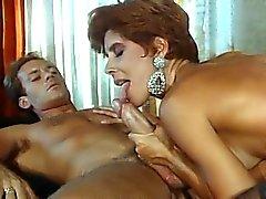 Секси итальянской с волосатые киски трахает ее в парнем