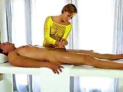 Glamour Masseur Baileys Bae cum on den Arsch nachdem gefickt