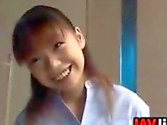 Öpüşme biseksüel olarak Japanese Schoolgirls
