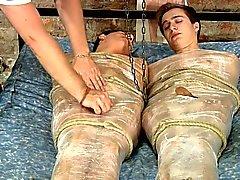 BDSM paljastunut twinks auttavista käsistä idiootti ja cum