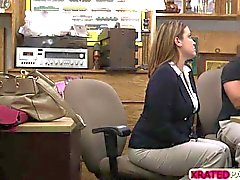 Business lady enfant Fucked au bureau de