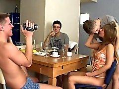 Популярные группового секса поймал на вебкамеру