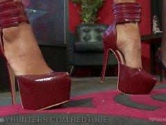 Diva Gives Designer A Foot Job