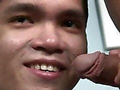 Thai Englanti oppilaan kehitettävää hänen