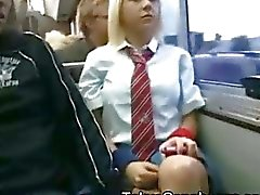 Vit Schoolgirl i Japan Bus !