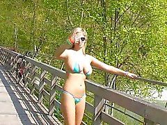 Grote tieten bikini