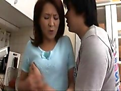 Étape japonaise la maman remèdes Garçon à corps 2