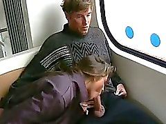Morena le da blowjob autobús ride