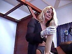 Lisas Berlin Das deutsche Strap der Queen bumst STARK ihren Sklaven