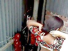 сексуальные bhabi переодевание после ванны