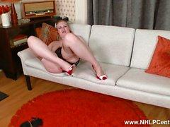 Blonde Satine Spark nauhat retro musta alusvaatteet masturboi punaiset korkokengät ja RHT nylonit