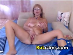 Amateur Blonde Mature Masturbating