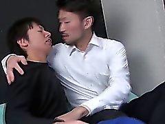 Asiatischer Kerl knallt twink