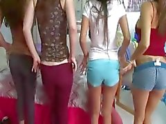 Penisler zevk İki genç üniversiteli kızlar