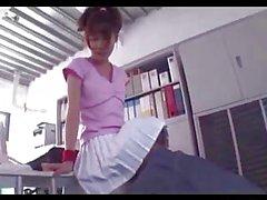 Азиатская девушка в Теннис платье в вытащить ее киска облизываемая Fingered на стол в сфере аренды офисных