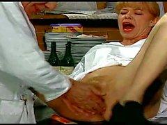 La Doctoresse A Des Gros Seins ll 720p