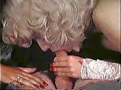 Sexig Brunette Anna har Threesome med blont