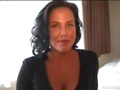 Beautiful MILF is the perfect pick up