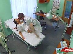 Hardcore infirmier sexy avec creampie