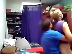 Me llamó mucho GF lesbo follando su novia. webcam en directo oculta