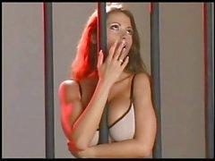 Veronica Zemanova taquine depuis sa prison !