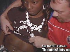 Der jaydens Tins Ebenholz Brüste Cum in Tampa Porn Theater beschichtetes